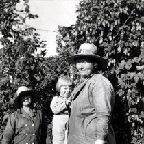 Image of Print, Photographic - Group portrait of female hop pickers at the John I. Haas hop yards at Sardis.