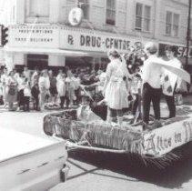 Image of Print, Photographic - Parade on Wellington