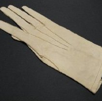 Image of Glove - 1980.037.004