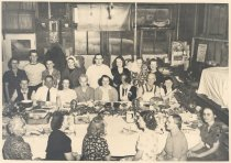Image of PO.015.0232 - Christmas party at Consolidated Laundry in Snoqualmie.