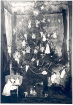Image of PO.015.0290.2 - Christmas Tree in home of J L Gable, Mpls, Minn.  Grandparents of Mary Lou McKibben.