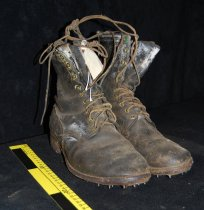 "Image of 017.021.A.B - Men's Logging boots. Heavy, 9"" high, laced and hooked to the top.