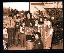 Image of 960.1981.12.28.02.06 - Scouts at Christmas.
