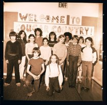 Image of 960.1982.01.25.03.02 - Snoqualmie Elementary School students. Cougar Country.