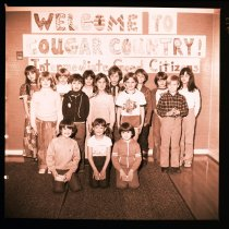 Image of 960.1982.01.25.03.12 - Snoqualmie Elementary School students. Cougar Country.