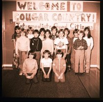 Image of 960.1982.01.25.03.13 - Snoqualmie Elementary School students. Cougar Country.