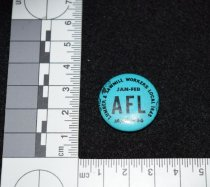 Image of 832.012 - Mark Nein's 1966 AFL union button.