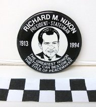 Image of 2009.194.302 - Richard M. Nixon commemorative button