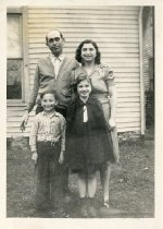 Image of James, Evelyn, Garnet, and Ramona Grounds