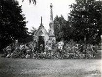 Image of Cherry Family Mausoleum - Franklin Studio
