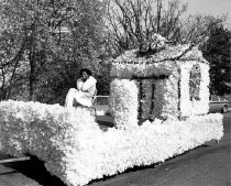 Image of Homecoming Float - Unknown