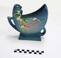 Image of KM2012.42.16 - Roseville fan vase
