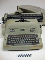 Image of KM2013.2.2 - IBM Executive typewriter
