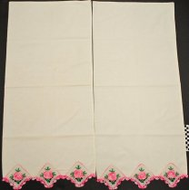 Image of KM2012.55.10 - Pillowcase set