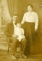 Image of Lee, Lena and Mary Lou Ogles -