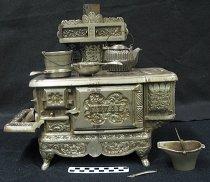 Image of 1999.48.7 - Miniature stove