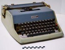 Image of KM2017.16.1 - Underwood Model 21 Portable Typewriter
