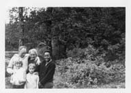 Image of Warren familt and unidentified woman at Long Trail VT