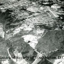 Image of AE 0004 - Aerial view north from the Shirley Highway over the Washington-Virginia Airport.
