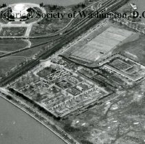 Image of AE 0070D - Aerial view to the north over the tourist camp in East Potomac Park.