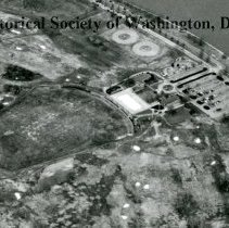 Image of AE 0070E - Aerial view to the north over the East Potomac Golf Course.