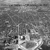 Image of AE 0250 - Aerial view west from the Anacostia River down East Capitol Street to the Potomac River.