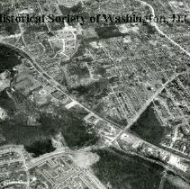 Image of AE 0032 - Aerial view north over Walter Reed Drive and Columbia Pike to South Glebe Road.