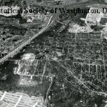 Image of AE 0035 - Aerial view north down Arlington Ridge Road past the Army-Navy Country Club.