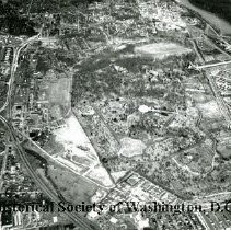Image of AE 0067 - Aerial view north over Arlington Boulevard, Fort Myer, Arlington National Cemetery.