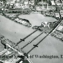Image of AE 0069 - Aerial view north over the 14th Street Bridge, Tidal Basin, Constitution Avenue NW.