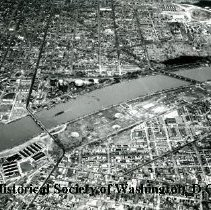 Image of AE 0074 - Aerial view north from Anacostia between the 11th Street and Pennsylvania Avenue Bridges.