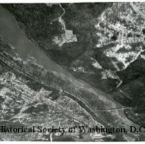 Image of AE 0123 - Aerial view up Marcey Road in Arlington County, over the Potomac River south of Chain Bridge.