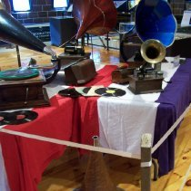 Image of L2009.009.0001 - Phonograph