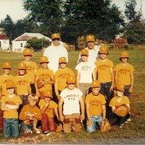 Image of kid's baseball team