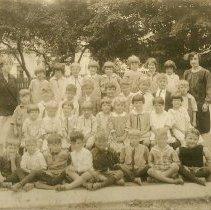 Image of Pleasant Street School, 1st grade, 1927?