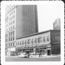 Image of [Joe's Restaurant, at corner of Fulton Street and Pierrepont Street (#330 Fulton Street.)] - John D. Morrell photographs