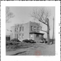 Image of [#10415 Turnbull Avenue just to west of East 105th Street station, BMT.] - John D. Morrell photographs