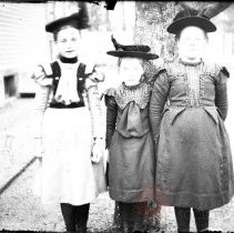Image of [Three little girls in dresses with hats] - William Koch glass plate negatives