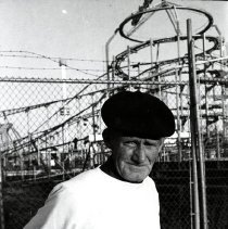 Image of [Coney Island Man] - Anders Goldfarb photographs of Coney Island