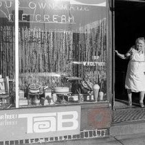 Image of [Bay Ridge ice cream parlor] - Lucille Fornasieri Gold photographs