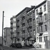 Image of [179, 185-195 Adams Street] - Edna Huntington papers and photographs
