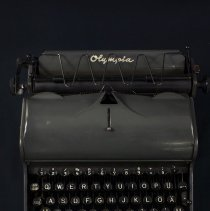 Image of 2017.1.1_olympia Typewriter_accession