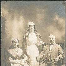 Image of [Henry Phelan with Two Shaker Sisters] - Mount Lebanon, NY