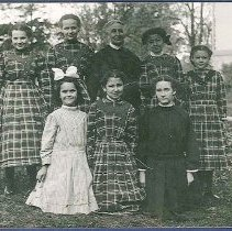 Image of Eldres (sic.) Anna. And her Girls. - Enfield, CT