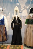 Image of 2016.103.001a-d - Costume, National