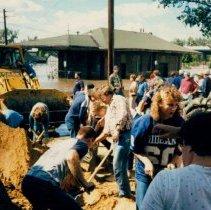 Image of Disasters - 1986 Flood--Sandbagging