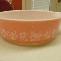 Image of Sun City General - One six inch pink pyrex bowl with handles in spring boquet crazy daisy palern.