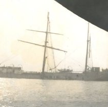 Image of Ship with broken mast - Print, Photographic