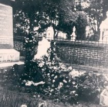 Image of Kelly cemetery plot - Print, Photographic