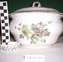 Image of Covered dish - Set, Toilet